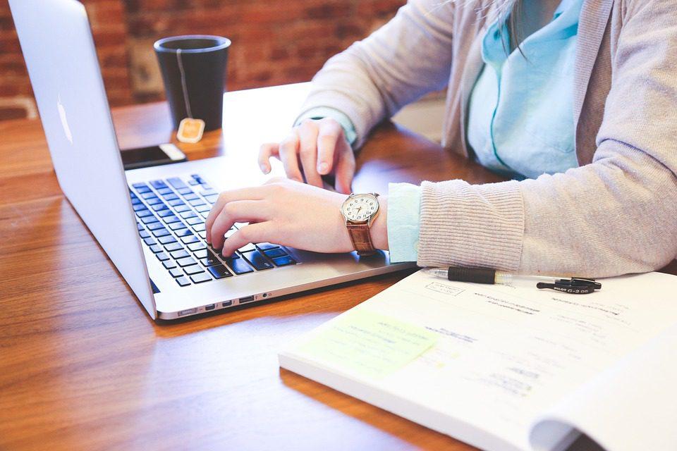 Як можна заробити вдома на написанні дипломних робіт