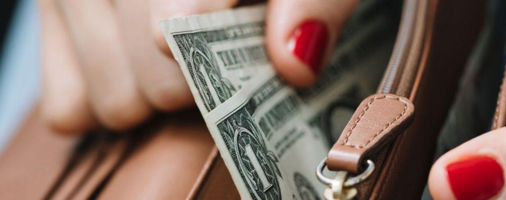 в якій валюті краще зберігати гроші в Україні