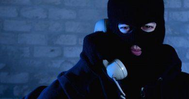 Шахраї телефонують від номеру ПриватБанку