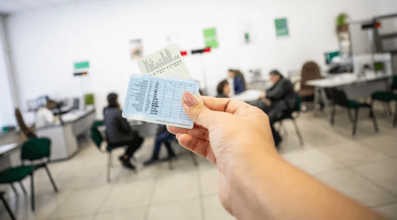 Кабінет Міністрів України затвердив нові бланки водійських посвідчень та свідоцтв про реєстрацію ТЗ
