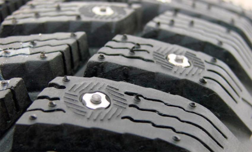 Переваги зимової гуми із шипами для автомобіля та особливості водіння